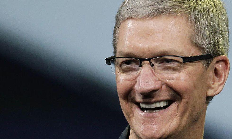 """Tim Cook: """"sono gay"""". Perché l'ad di Apple ha fatto coming out"""