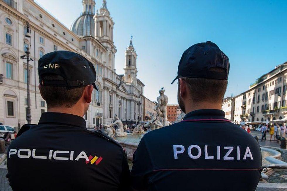 """Lettera di un poliziotto a Renzi: """"Lei mi ha tradito"""""""
