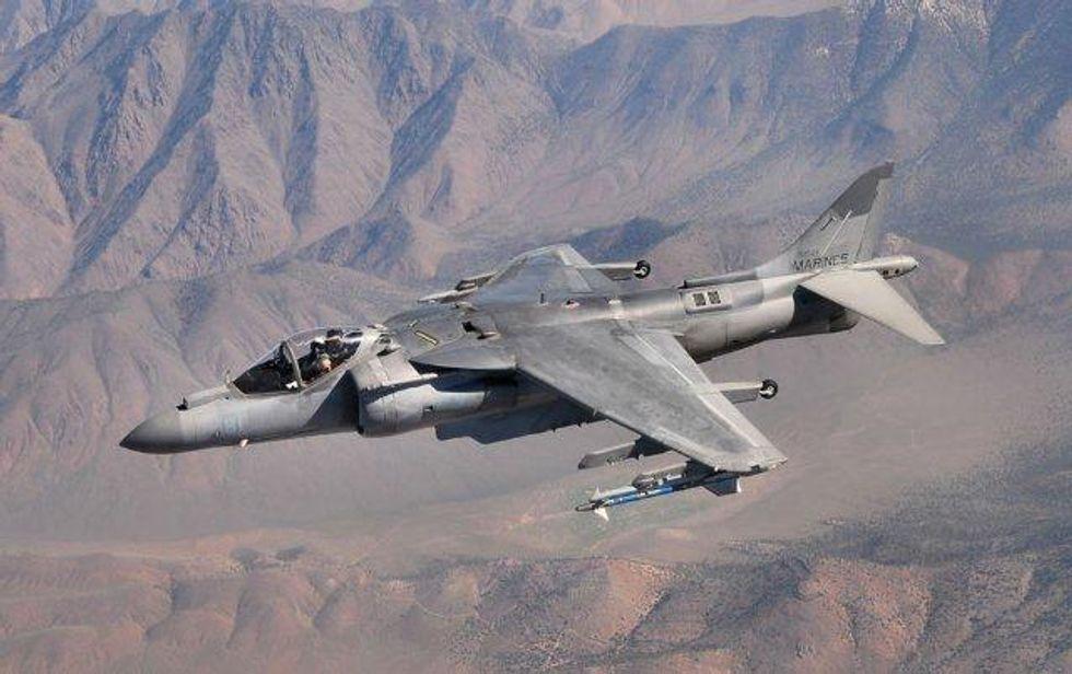 I talebani distruggono i jet dei marines