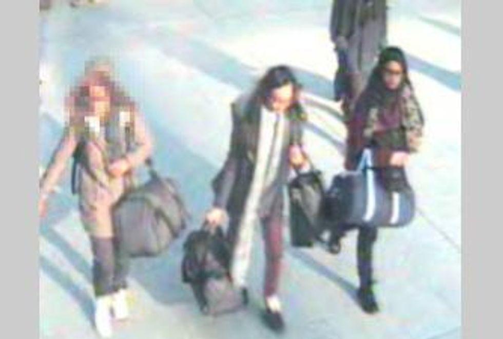 Isis, Londra cerca tre minorenni partite per la jihad. Le foto