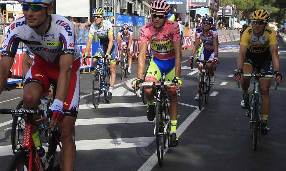 Giro d'Italia 2017, è già scandalo doping: due corridori positivi