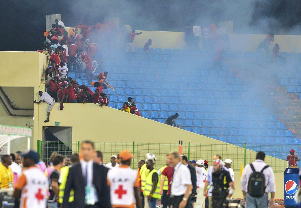 Coppa d'Africa choc: scontri tra tifosi e polizia
