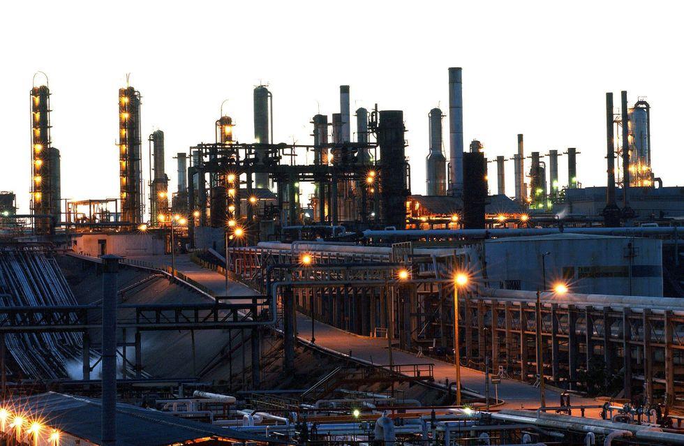 Petrolio, perché i prezzi sono in discesa