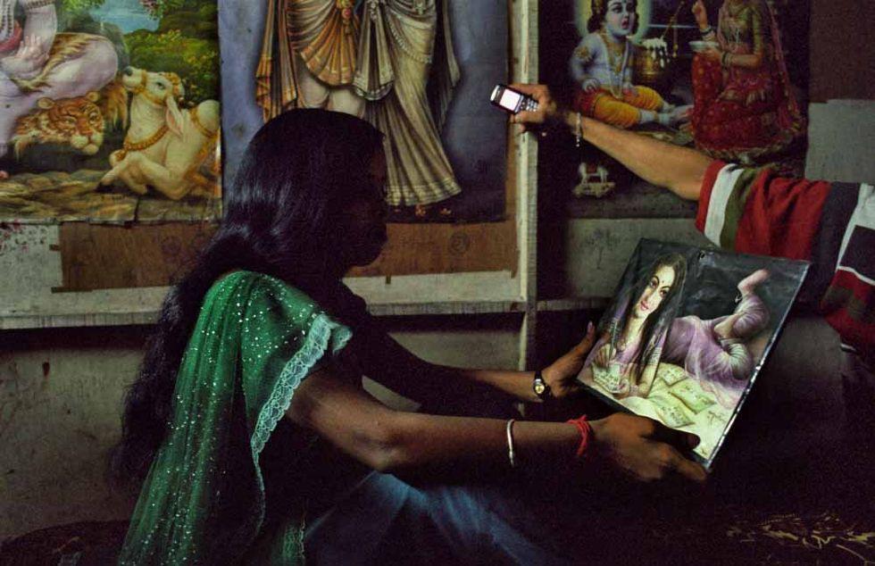 India, niente cellulari per teen-ager e donne sposate