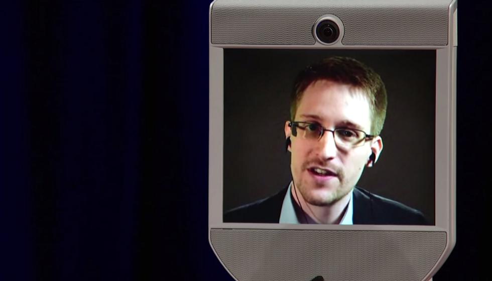 Così Edward Snowden è diventato un robot