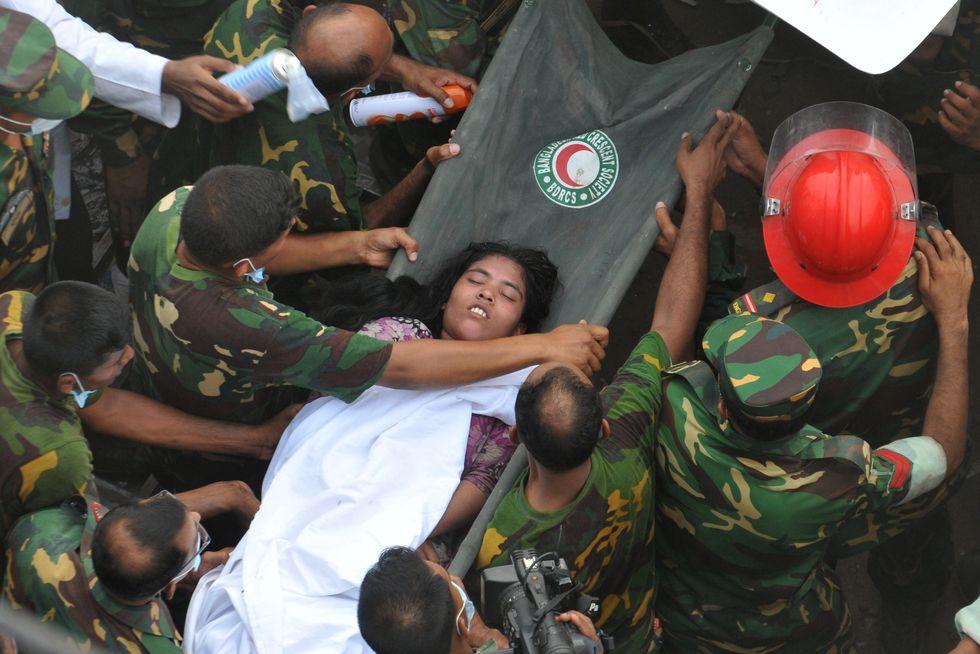 Strage in Bangladesh. Quelle magliette low-cost che costano troppo sangue