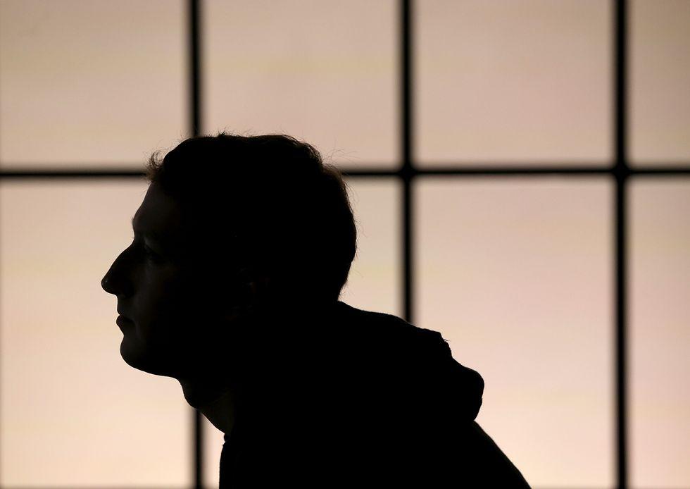 Facebook: Zuckerberg sempre più ricco, guadagna 3,7 miliardi in un giorno