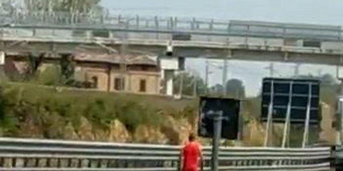 Auto distrutte dalla grandine sulla A1 tra Parma e Modena   video