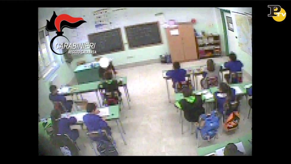 video violenza maltrattamenti scuola elementare maestra oppido mamertina