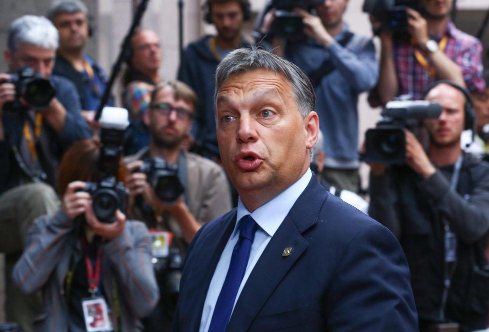 Migranti: le armi in mano a Orban dopo il flop