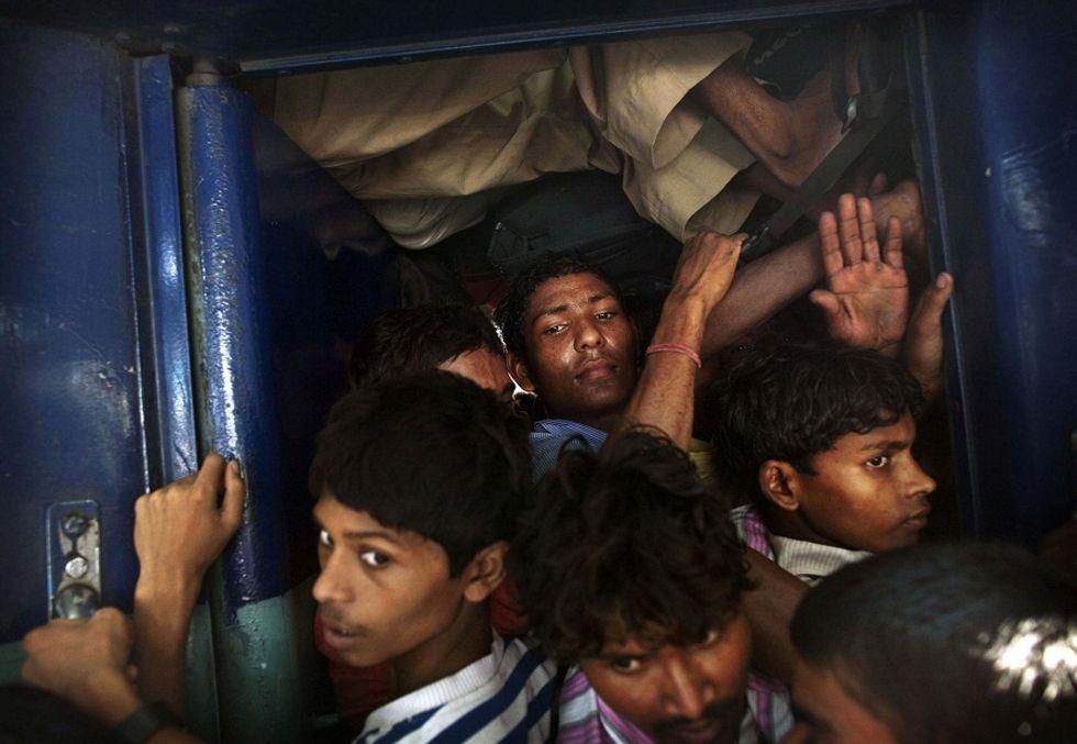 India: i poveri del Bihar si costruiscono un futuro migliore grazie alla luce sempre accesa delle stazioni
