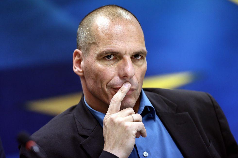 Ecco perché la Grecia pensa di tassare i prelievi al bancomat
